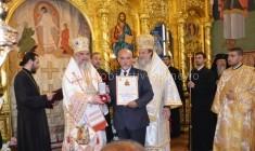 """Patriarhul României a oferit ordinul """"Sanctus Stephanus Magnu"""" preşedintelui Consiliului Judeţean Călăraşi, Răducu Filipescu"""