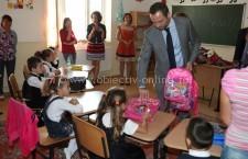 Deputatul Dan Motreanu a dăruit ghiozdane elevilor din Independenţa