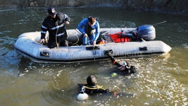 Salvatorii au sistat căutările celor doi pescari peste care a cazut un mal de pământ