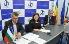 BRCT/ Contract de peste cinci milioane de euro pentru astfaltare de drumuri în comuna Independenţa(RO) şi Silistra(BG)