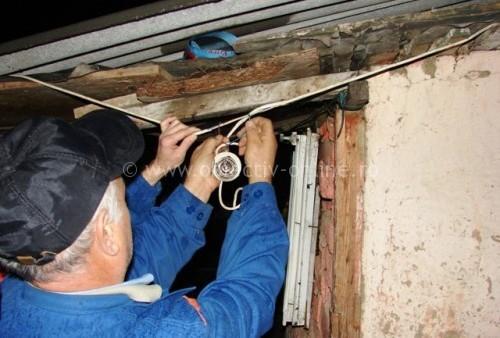 Dragalina/Poliţiştii au depistat şase locuinţe racordate clandestin la reţeaua electrică