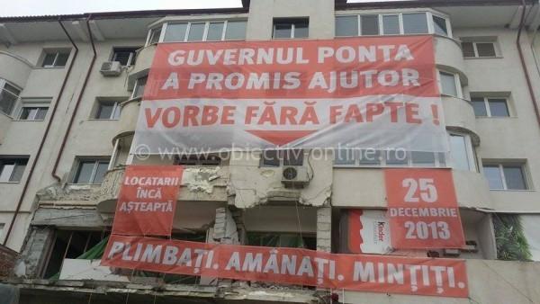 """""""Guvernul Ponta a promis ajutor. Vorbe fără fapte!""""/Locatarii afectaţi de explozia din Blocul Volna protestează!"""