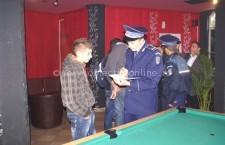Călăraşi/Elevii chiulangii, adunaţi din baruri de poliţişti