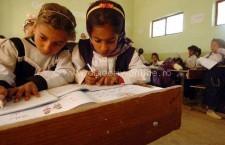 Propunere legislativă: Familiile nevoiaşe rămân fără ajutor social dacă nu îşi trimit copiii la şcoală