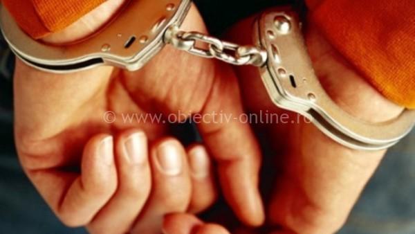 Tineri, bănuiţi de furturi din locuinţe, identificaţi şi reţinuţi de poliţişti