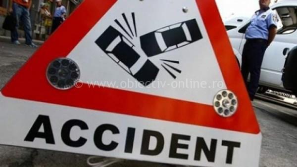 Vâlcelele/Băut, un șofer s-a oprit cu maşina în gard
