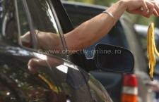 Amenzi drastice pentru gunoaiele aruncate pe geamurile apartamentelor sau din mașini