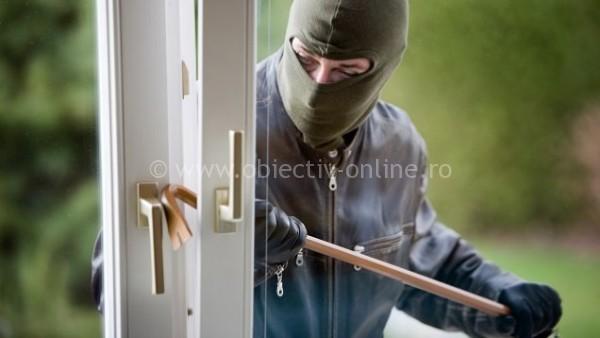 Frumuşani/A furat bunuri dintr-un imobil și a amenințat proprietarul să nu reclame fapta