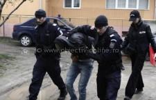 Trei bărbaţi, bănuiţi de tâlhărie, reţinuţi de poliţişti