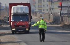 Legalitatea transportului de mărfuri şi de persoane, verificată de poliţişti