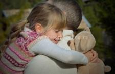 Noi reglementări privind îngrijirea copiilor cu părinții plecați în străinătate, aprobate de Guvern