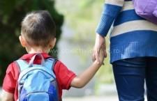 În prima zi de şcoală părinţii nu au liber! Propunere legislativă respinsă