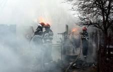 Intervenţie la incendiu de locuinţă în oraşul Olteniţa, pe strada 22 Decembrie