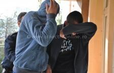 Gurbăneşti/Trei femei şi doi bărbaţi, reţinuţi de poliţişti pentru tâlhărie