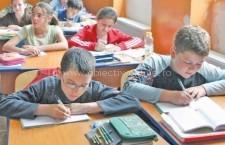 Copiii săraci din mediul rural ar putea fi sprijiniţi de stat să-şi continue studiile gimnaziale sau liceale