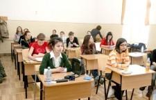 Deputaţii au adoptat legea care stabileşte că toţi elevii claselor I-VIII să înveţe de dimineaţă
