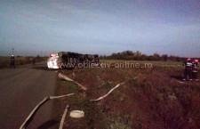 O cisternă încărcată cu 32.000 litri de combustibil s-a răsturnat în apropiere de Lehliu Gară