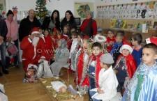 Uite, vine Moş Crăciun! – Serbare şcolară la Dichiseni