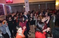 """Petrecere pentru """"Ziua Femeii"""" la PSRo/Mircea Geoană, în mijlocul călărășencelor"""