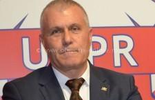 Deputatul Aurel Niculae își va vopsi părul în roșu și verde dacă nu va obține 14% în alegerile locale
