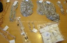 Trei kilograme de bijuterii, confiscate la vama Ostrov