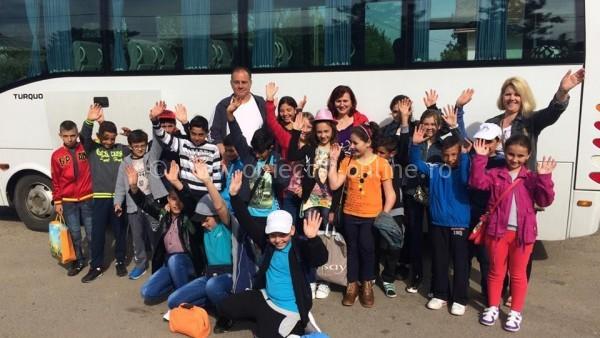 """Prin campania """"Schimbă o viață""""/20 de copii de la Școala Generală din Lehliu Sat, județul Călărași, au mers în prima tabără din viața lor – Tabăra Copilăriei"""