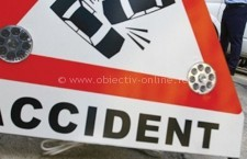 Autovehicul condus de un bărbat aflat sub influenţa alcoolului, oprit în gard