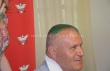 S-a ținut de cuvânt! Deputatul Aurel Niculae și-a făcut părul verde