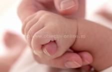 Niciun copil fără identitate/ Guvernul a stabilit două modalități de înregistrare a nașterii copilului
