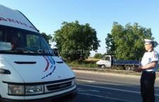 Polițiștii verifică legalitatea transporturilor rutiere de persoane și mărfuri