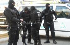 Călărași/Descinderi la membrii unei grupări specializate în furturi şi fapte de corupţie
