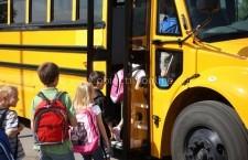 Elevii, cadrele didactice și părinții solicită decontarea integrală a navetei elevilor