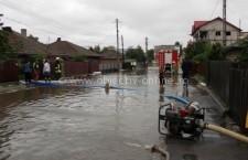 Mai multe gospodării din Călărași, Modelu și Borcea au avut nevoie de intervenția pompierilor, din cauza inundațiilor