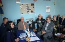 Polițiștii au discutat cu pensionarii despre cum se pot proteja împotriva hoților