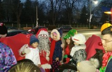 Sărbători de iarnă ca-n povești/Copiii prezenți la spectacolele Mix Music de Crăciun au primit cadouri