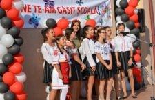 La Școala Mircea Vodă, elevii și profesorii s-au prins în Hora Unirii la început de an școlar