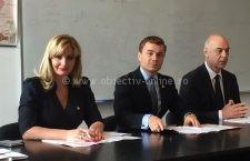 """Secretarul de stat Victor Ionescu şi senatorul Roxana Paţurcă, prezenţi la acţiunea de promovare a campaniei """"Informare acasă! Siguranţă în lume!"""""""