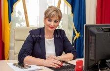 """(P) Senator Roxana Pațurcă: """"Guvernul crede în tineri și în puterea lor de a schimba România"""""""