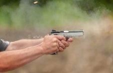 Scandal între trei bărbați din Radovanu! Unul dintre ei a scos pistolul și a tras