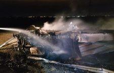 Video | Accident A2: Un autotren a intrat în plin în parapeți și a luat foc