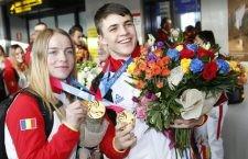 Campionii olimpici de tineret, Georgeta Popescu și Andrei Nica, alături de echipa României, au revenit în țară