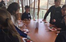 Elevii Școlii Mircea Vodă au confecționat mărțișoare în cadrul Atelierelor lui Mărțișor