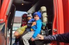 Galerie foto   Pompierii călărășeni le-au făcut sărbătorile mai frumoase unor copii nevoiași