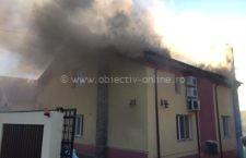Casă din Dârvari, comuna Tămădău, cuprinsă de flăcări