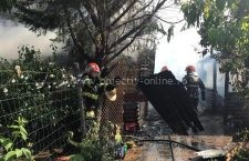 O cabană din lemn de pe Varianta Nord a luat foc în această dimineață